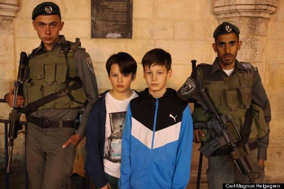 Porta i figli ossessionati dai videogiochi di guerra in Israele (1)