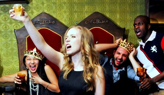 Compagnie teatrali recitano Shakespeare ubriachi (2)