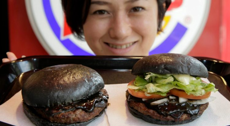 Kuro Burger, l'hamburger completamente nero di Burger King (2)