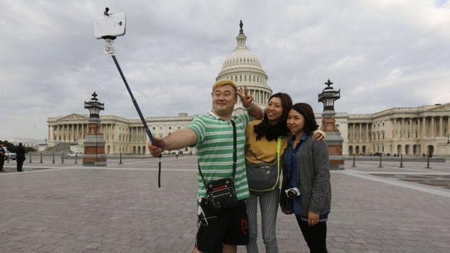 """Multe salate e carcere in Corea del Sud per chi vende selfie stick """"tarocchi"""" (1)"""