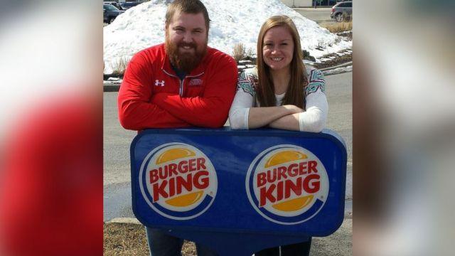 Lui si chiama Burger, lei King - Burger King gli paga il matrimonio (2)