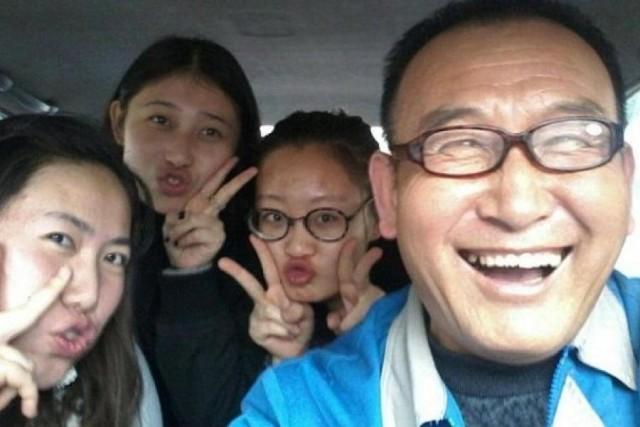Teng, il simpatico tassista che si fa i selfie con i passeggeri (3)
