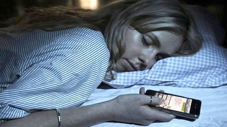 Lo stress è in grado di farci inviare SMS da sonnambuli