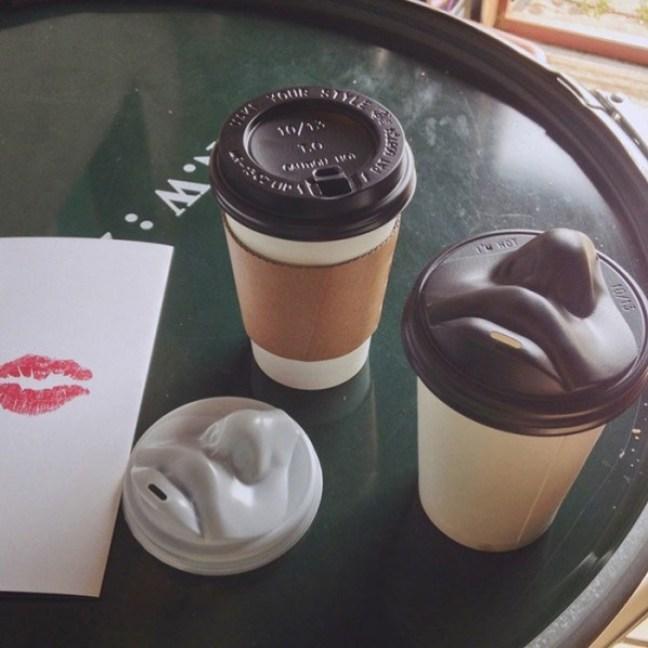 20-invenzioni-del-2015-tazze-del-caffè-con-bacio