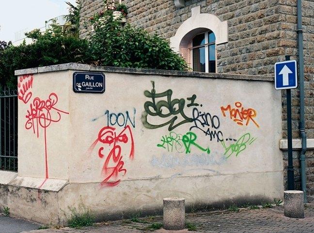 Riscrive sui muri le tag dei writers con testi leggibili15