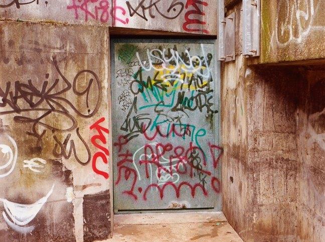 Riscrive sui muri le tag dei writers con testi leggibili9