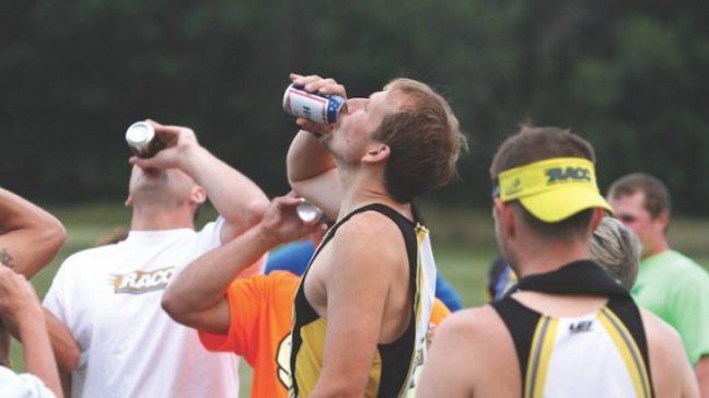 Beer Mile Race, la corsa dove si gareggia bevendo birra