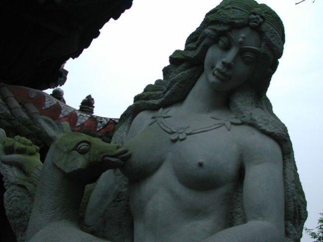 10 delle statue più assurde al mondo8