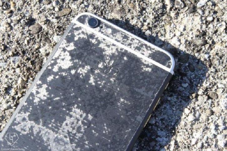 Iphone carbon concept edition in fibra di carbonio a prova di