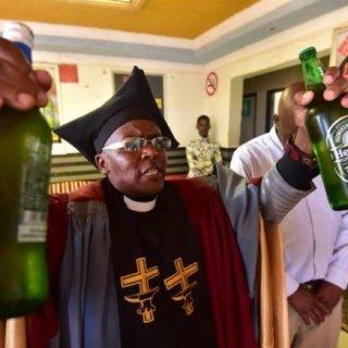 Gabola Church, la chiesa sudafricana dove si bevono fiumi di alcol