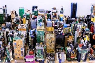 Zayd Menk - Lo skyline di New York con i pezzi dei computer