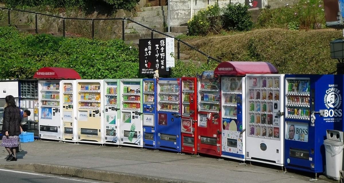 Le 10 cose più assurde che vendono ai distributori automatici in Giappone