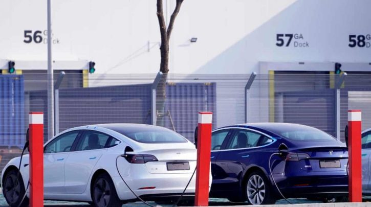 Sales of electric cars accelerate fast in 2020
