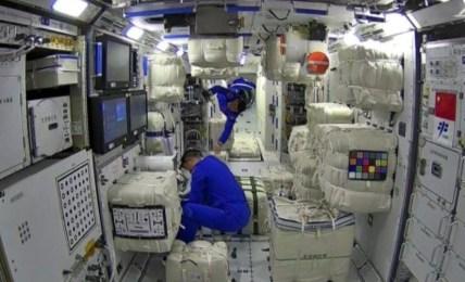 vesmírná stanice jídlo