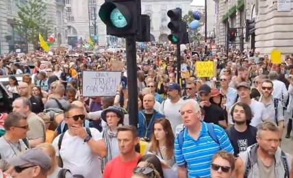 protest londýn lockdown