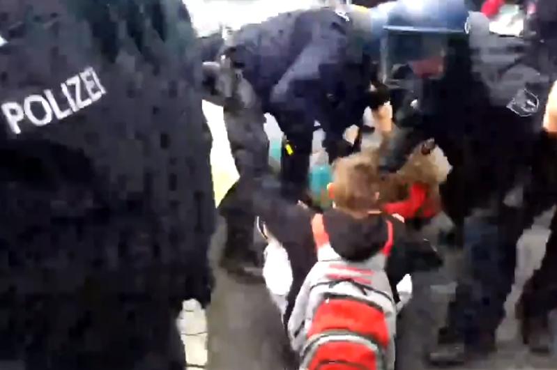 německá policie násilí děti