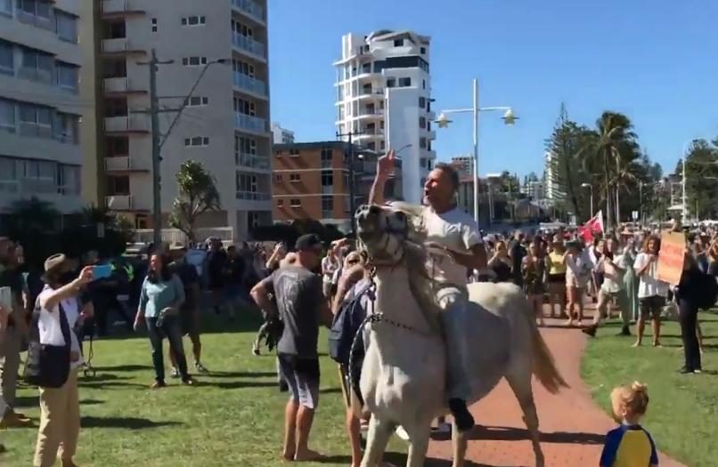 jezdec na koni austrálie