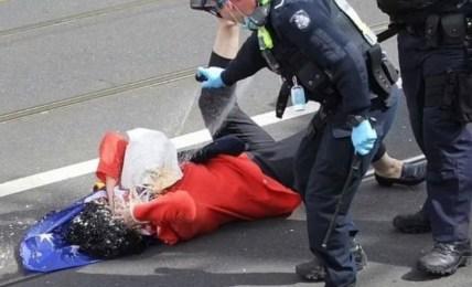 pepřový sprej žena