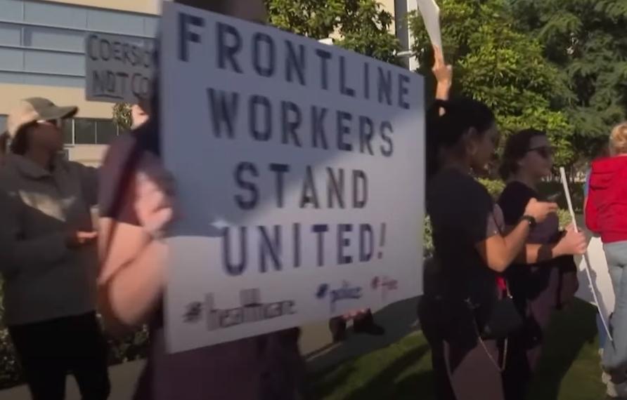 kalifornie protest očkování