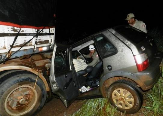 Três acreanos da mesma família morrem após colisão de carreta com fiat na BR-364