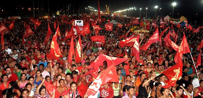 """Milhares vão ao estacionamento da Arena ver e ouvir o """"novo"""" prefeito de Rio Branco"""