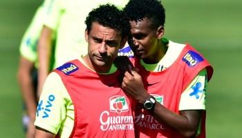 adde95759e Thiago Silva herda camisa de Dani Alves e Neymar será o 10 do Brasil ...