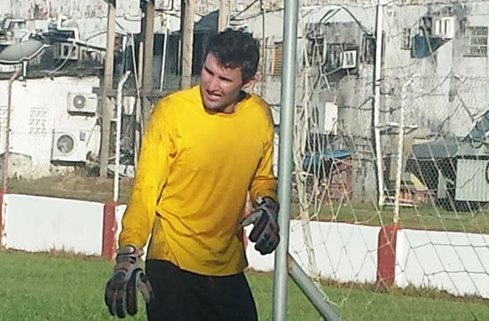 Estrelão apresenta goleiro após demissão de treinador