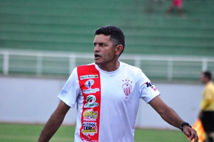 O técnico João Carlos Cavalo está ciente que o time precisa evoluir muito neste início de estadual. Foto: Manoel Façanha.