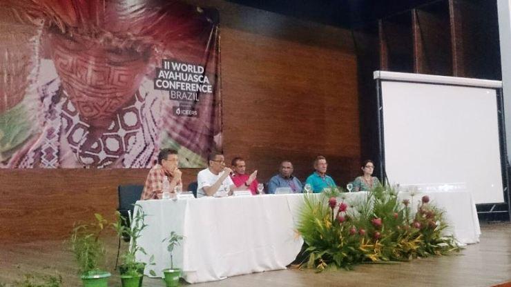 Silvio Margarido participando de uma mesa de debates