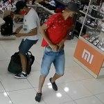 Dupla armada assalta loja e foge levando mais de R$ 4 mil em dinheiro e eletrônicos