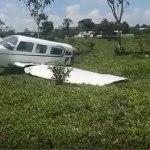 Avião se parte ao meio após colidir contra vaca em pista improvisada no interior do Acre