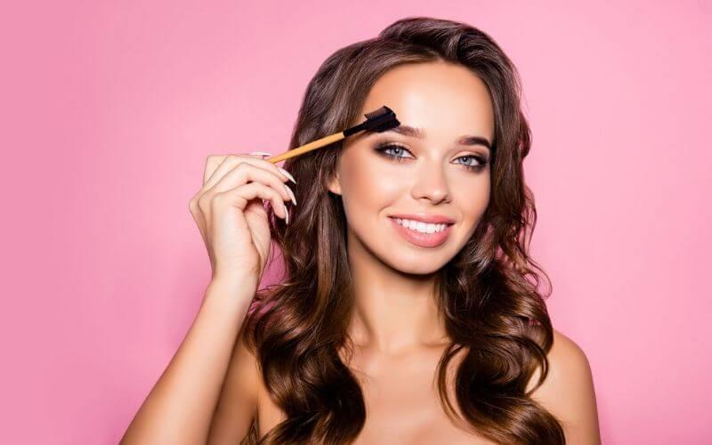 cursos de estetica en parla consejos para el maquillaje natural de cejas peinar cejas cepillo-academia-peluqueria-estetica.com