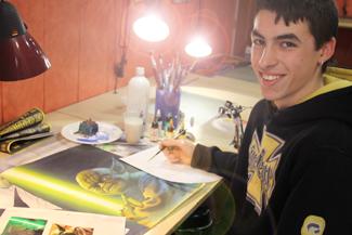 Alex en el curso de aerografía.
