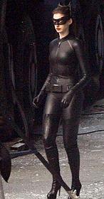 """Anne hathaway luce como auténtica """"Catwoman"""""""