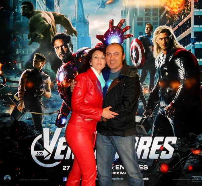El dibujante e ilustrador Carlos Diez y su familia en el estreno de los Vengadores, la genial  pelicula del comic marvel