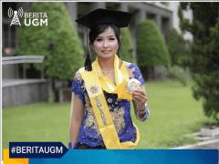 Sarah Eden Suryanto, lulusan termuda Wisuda Program Pascasarjana