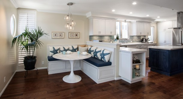 built-in-kitchen-banquette-designs-with-breathtaking-dining-room-bench-20-refreshing-and-beautiful.jpg