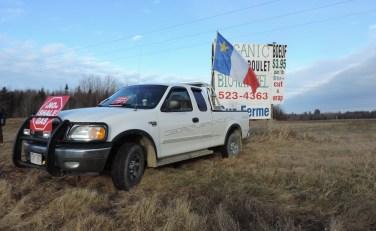 Fermiers spécialisés dans l'élevage biologique depuis 20 ans, les Quigley ont expressément donné la permission aux manifestants de stationner sur leur propriété. - Acadie Nouvelle: Damien Dauphin