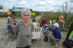 Un groupe de citoyens - dont Francine Levesque (à l'avant) occupe depuis quelques jours une terre de la Couronne située dans le secteur de White's Brook au Restigouche afin de protester contre l'épandage d'herbicides. – Acadie Nouvelle: Jean-François Boisvert