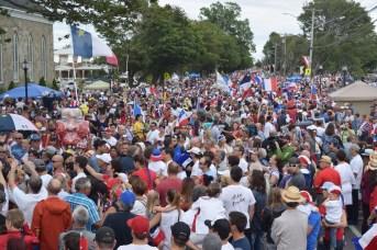 Tintamarre 2016 de Caraquet: les organisateurs estiment le nombre de participants à 20 000. - Acadie Nouvelle: Vincent Pichard