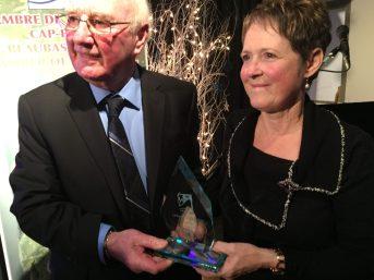 Aline Landry a reçu le prix du président de la Chambre de commerce Cap-Pelé/Beaubassin-Est. - Acadie Nouvelle : Anthony Doiron