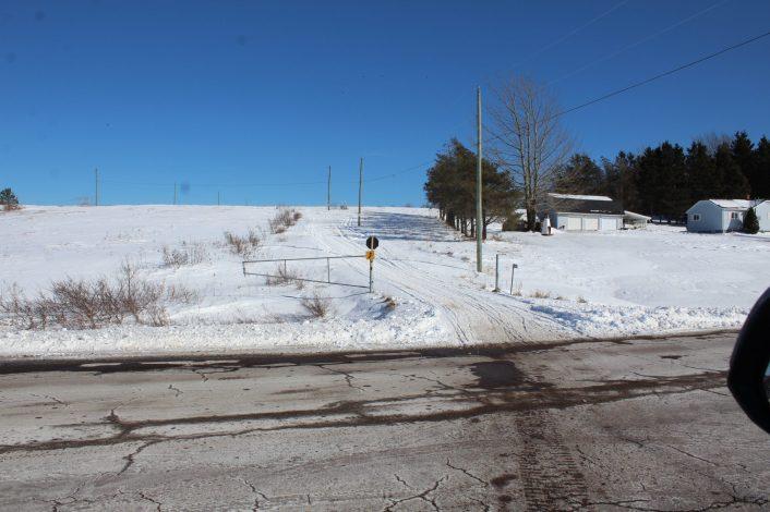 Le chemin d'accès des VTT longe le terrain de Mireille Chiasson et de Jason Ouellette. - Acadie Nouvelle: Gracieuseté