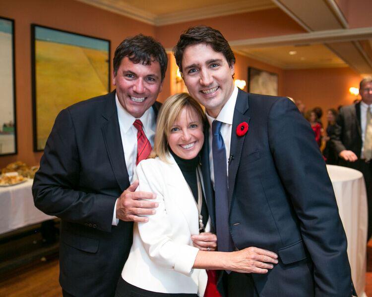 La juge Jolène Richard, au centre, en compagnie de Dominic LeBlanc et de Justin Trudeau. - Archives