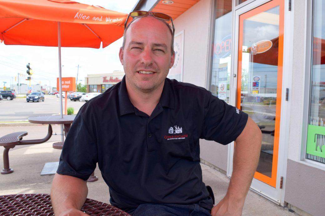 Inspecteur certifié, Mike LeBlanc constate un manque de sensibilisation au sujet du radon. - Acadie Nouvelle: Simon Delattre