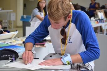 Le 12 juillet 2017. Un jeune créateur en art visuel aux Jeux de la francophonie canadienne. Acadie Nouvelle: Sylvie Mousseau