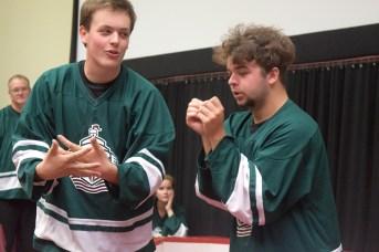 Bernard Fournier et Joël Ruest de l'équipe du Nouveau-Brunswick lors de la demi-finale d'improvisation. - Acadie Nouvelle: Sylvie Mousseau