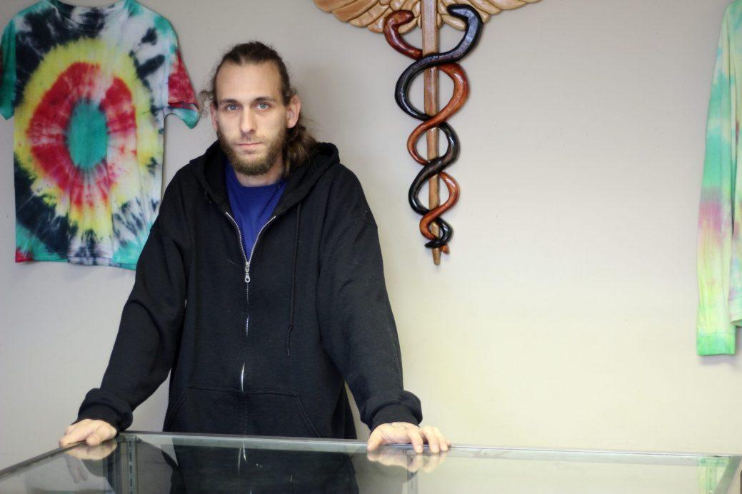 Patrick Caissie cessera de vendre du cannabis à usage médical d'ici quelques jours, - Acadie Nouvelle: Simon Delattre