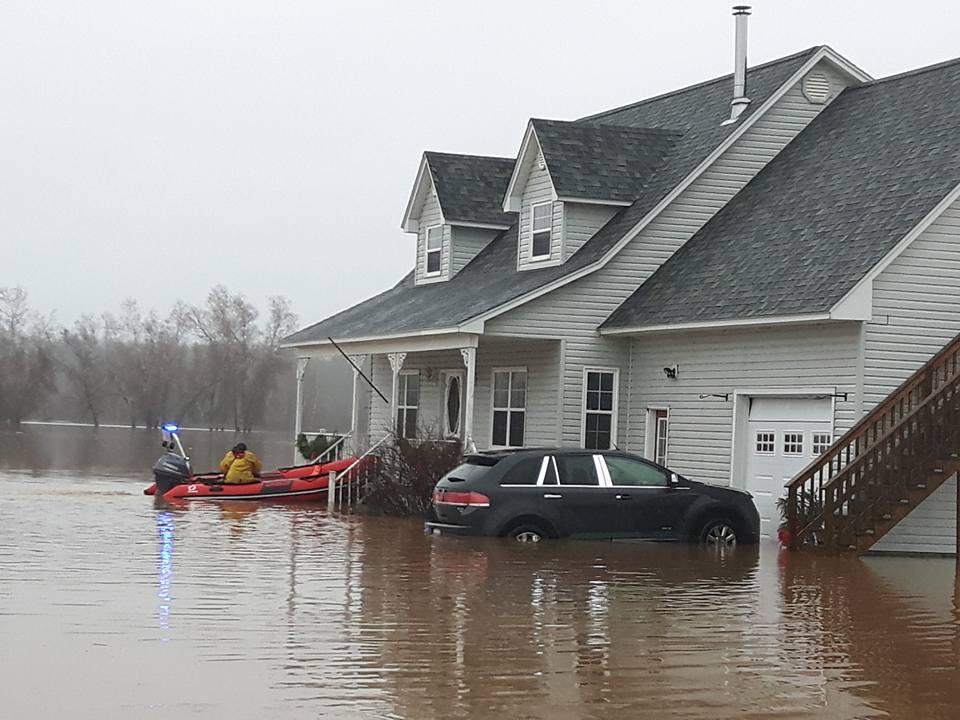 Des inondations à Hoyt,. - Facebook: Ann P Sparks.