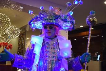 L'artiste Robert Melanson brille dans son costume de roi du festival Flash. Acadie Nouvelle: Sylvie Mousseau