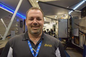 Harry Noiles, de Sackville RV, a vendu quatre véhicules récréatifs ce week-end. - Acadie Nouvelle : Anthony Doiron